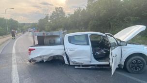 Bastia Mondovì: incidente stradale, due auto si scontrano all'ingresso del paese. Feriti i conducenti. Pick up perde l'asse e le ruote posteriori