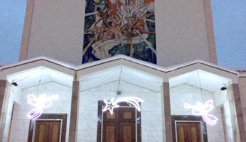 Le luminarie della chiesa del Sacro Cuore che quest'anno mancano
